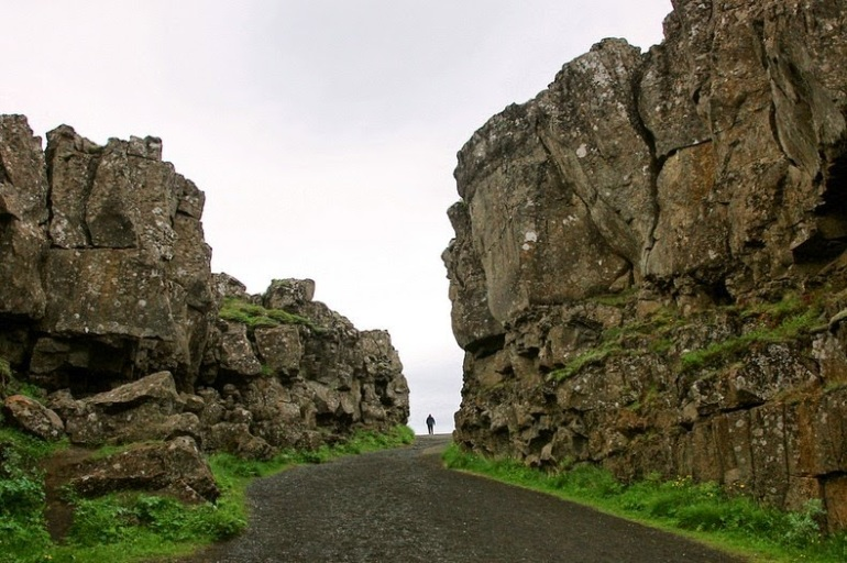 mid-atlantic-ridge-iceland-10[9]